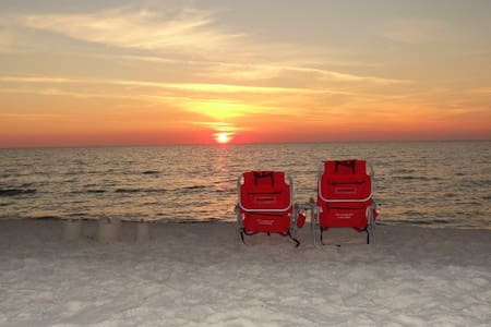 Gulf Side End Unit-Pet Friendly-Beach Chairs &More