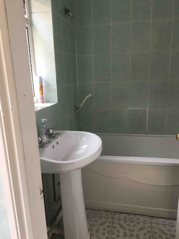 Clean & Cosy Single room Westbourne
