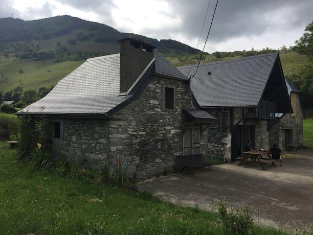 Grange proche Lourdes et stations