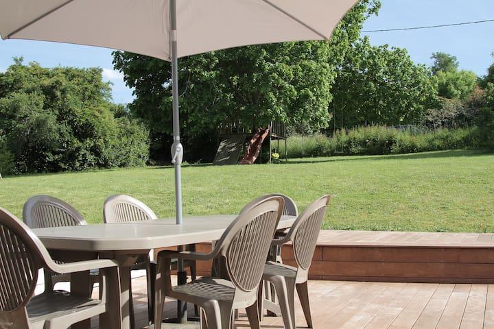 Maison familiale dans son écrin de verdure - Lignan-de-Bordeaux - Huis