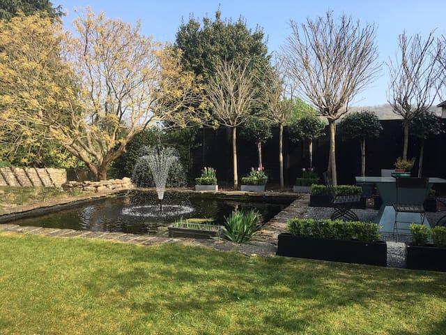 *Luxury Penthouse*  Gardens & Terrace  * Parking