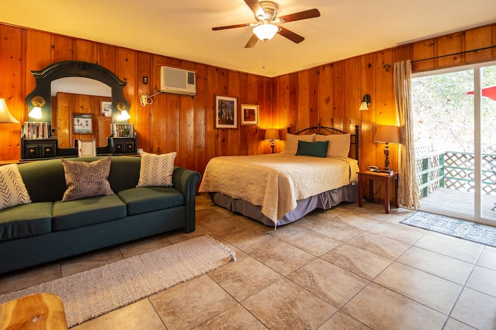 Live Oak Cabin ~ LONG TERM STAY SPECIAL