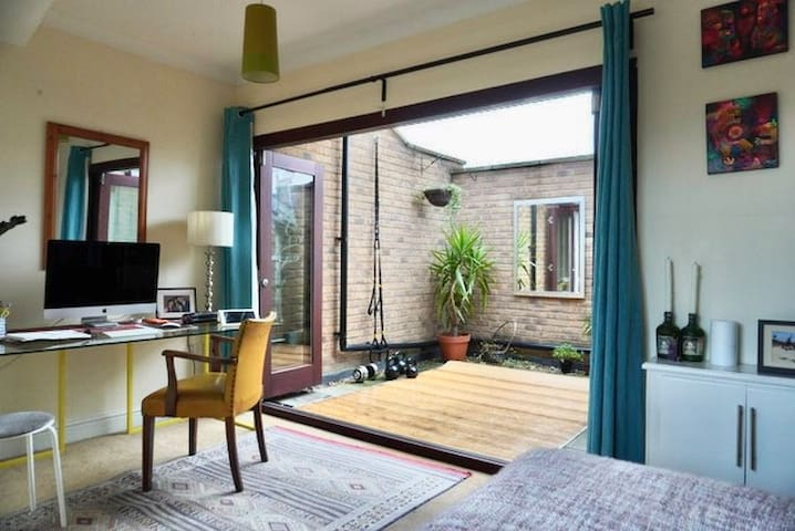 March 2-3 week let WHOLE HOUSE near Victoria Park