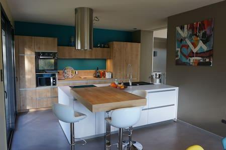 Maison dans un écrin de verdure - Le Creusot - House