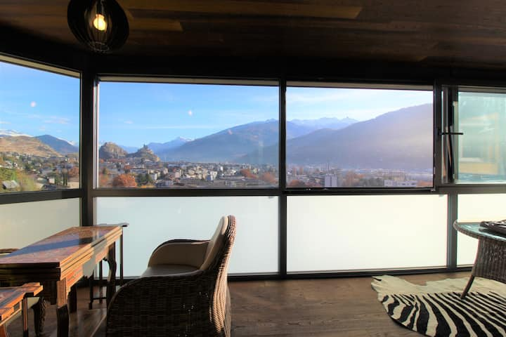 Apartment, with spectacular plunging view