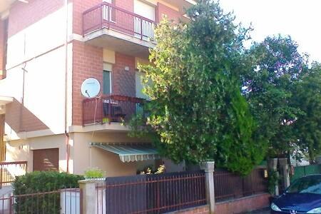 Appartamento in palazzina con giardino - Vallone - Huoneisto