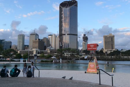 Funky Southbank 2Bed Apt - Walk to it all! - South Brisbane