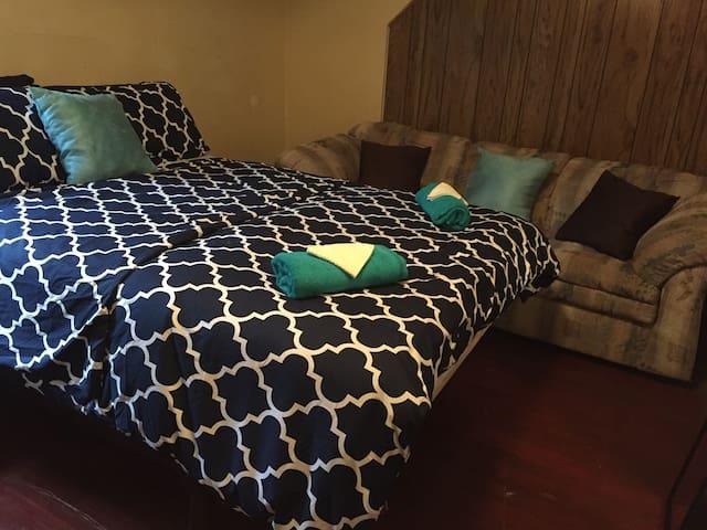 Cozy Comfy Queen Room In Buffalo-Niagara Region,NY