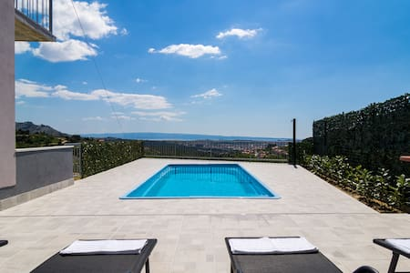 Holiday Home - Amazing View on Split&PRIVATE pool