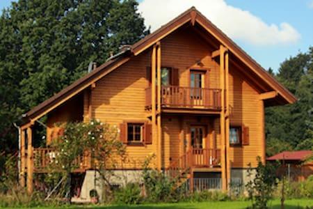 Ansprechendes Pensionszimmer am Waldrand - Kreuzau - บ้าน