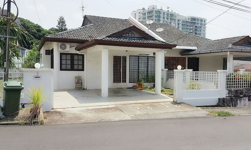 2Penang Homestay~Landed house 3 bedrooms 10pax