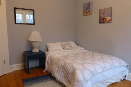Private Room in Beautiful Large South-End House - Halifax