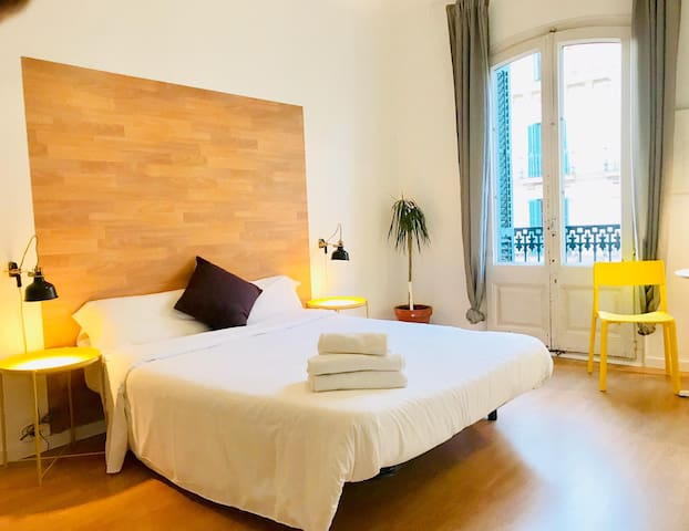 Lovely room in downtown BCN w/private bathroom