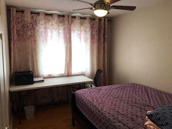 Close to Airport and Downtown Bedroom 1