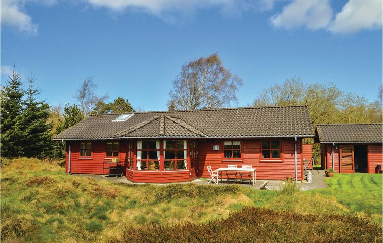 Holiday cottage with 2 bedrooms on 99m² in Fjerritslev