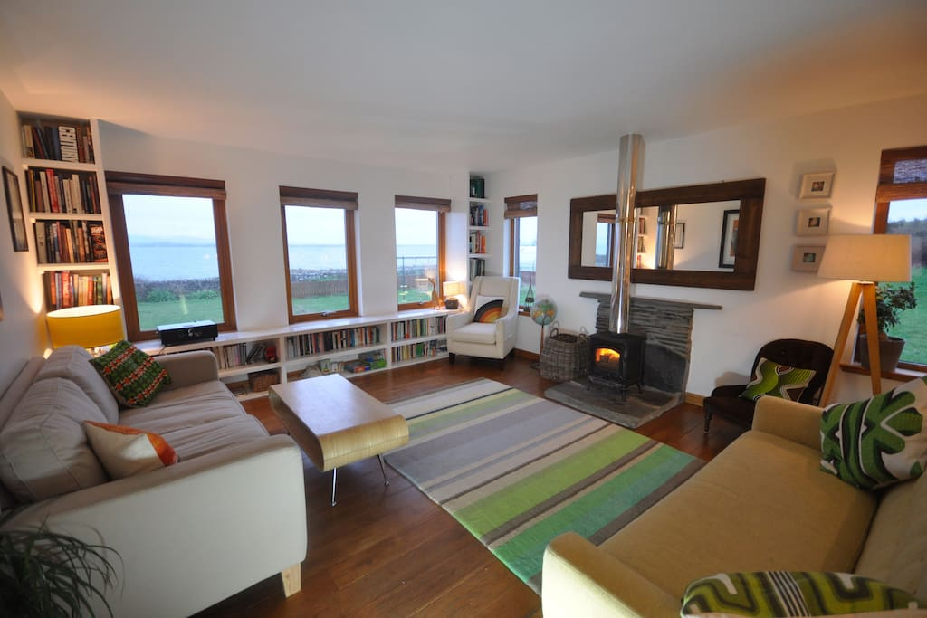 The lounge has sea views, a log burner and underfloor heating. (Please note when booking from April 2017 the furniture in this room might differ slightly, please ask for more details)
