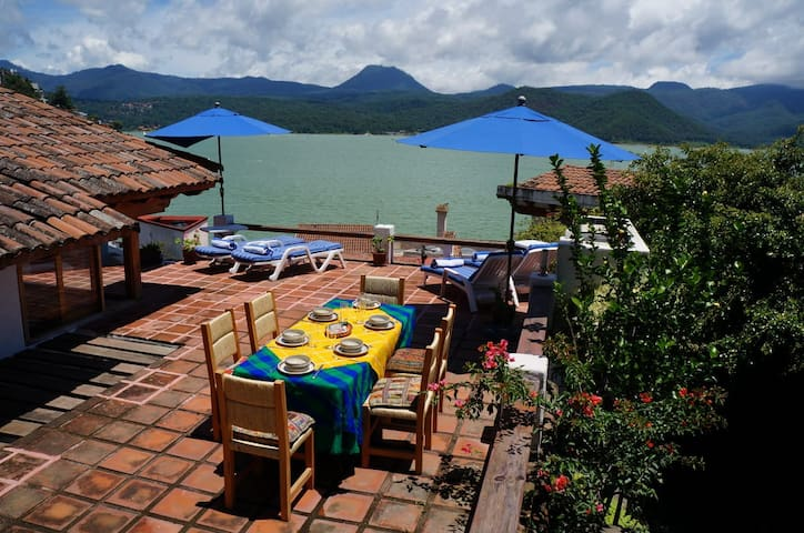Casa típica de Valle con increíble vista al lago