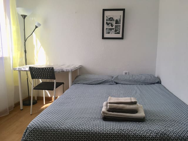 Wonderful room with double bed close to the beach