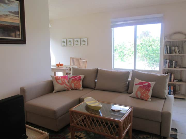 Adorable 2/1 Unit B of Cottage at Juno Beach!