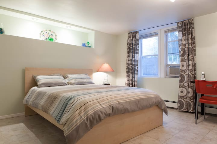 Newly Renovated Studio Near Manhattan - Woodside - Otros