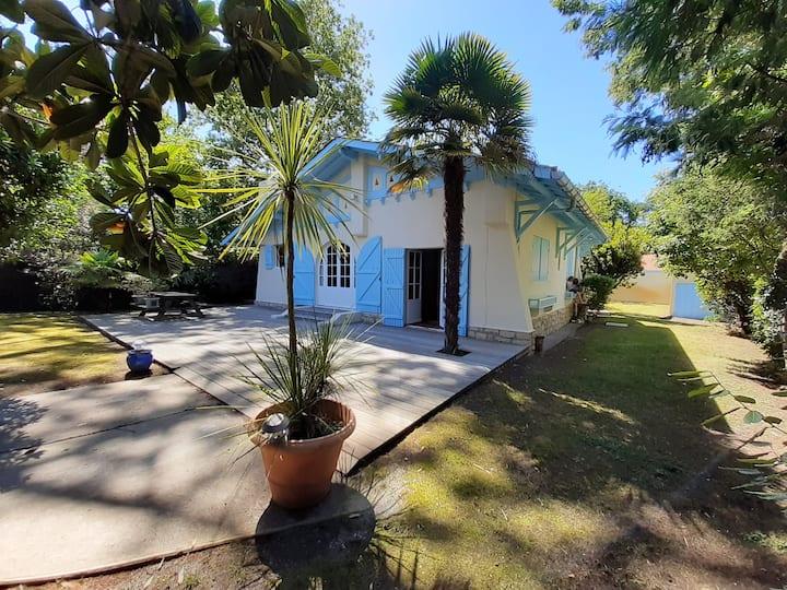 Jolie maison avec terrasses et jardin- Abatilles
