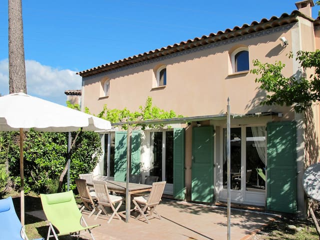 Holiday home in Mougins with lovely garden area to relax