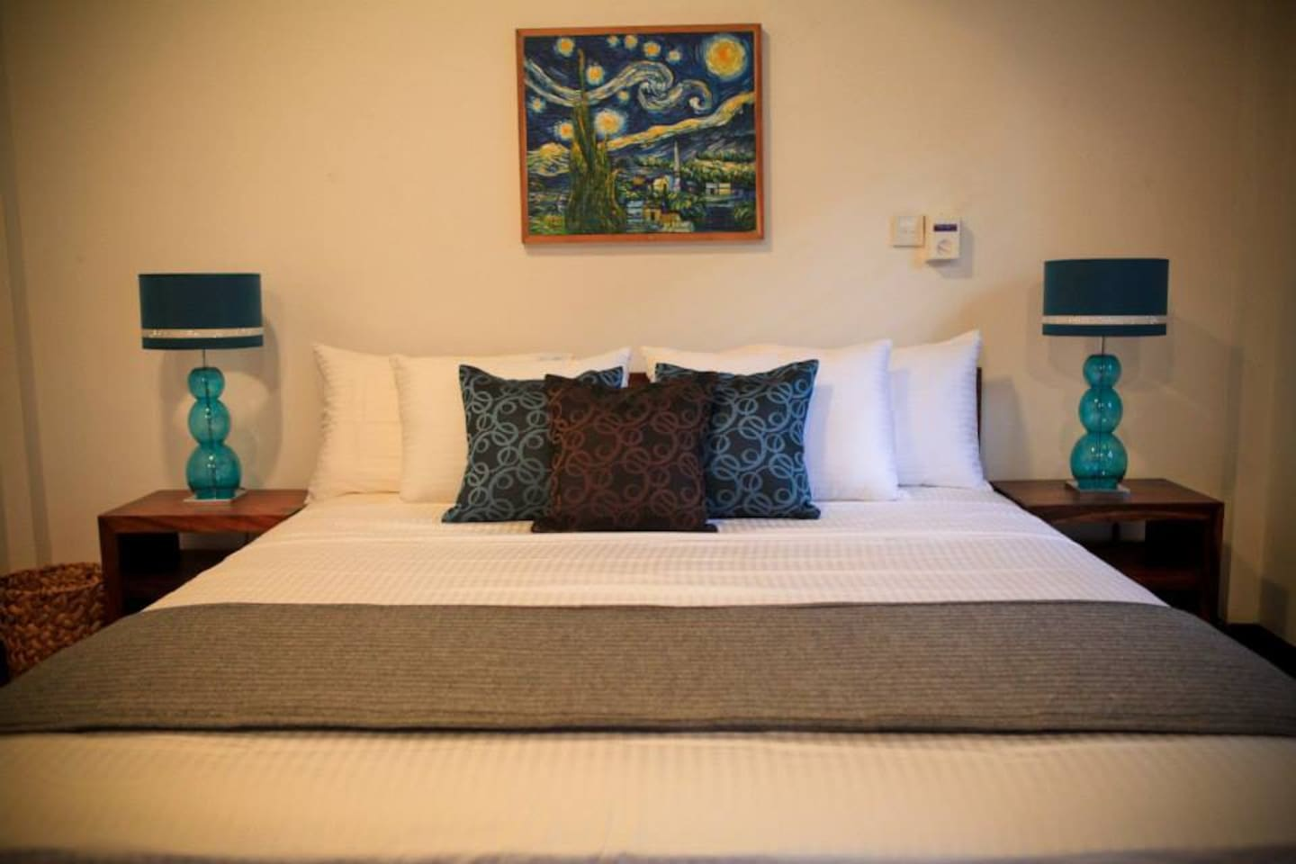 King Size Bed Manel Room