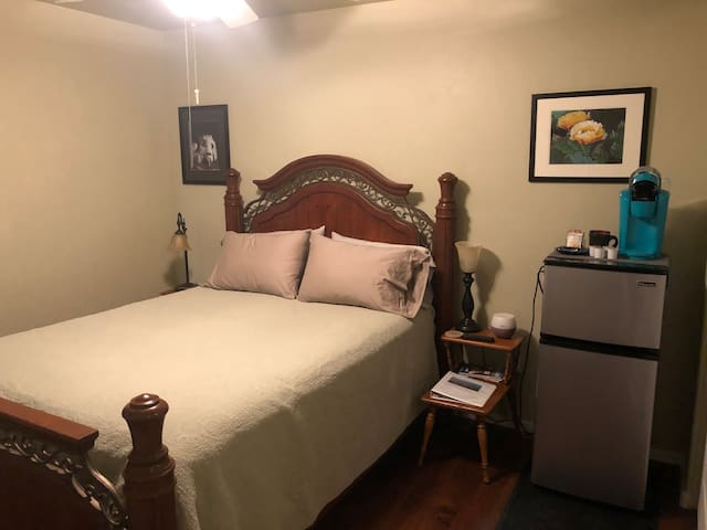 Queen bedroom - SE of Tucson GR (In Vail, AZ)