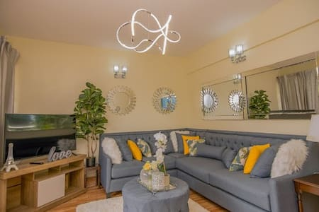 Spectacular 2 Bedroom near Two Rivers Mall