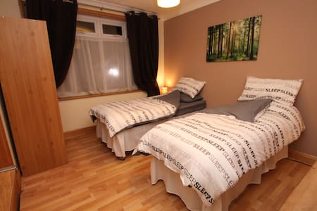 Big double room close to stansted - Braintree - Casa