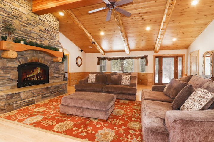 Brave Bull: Close to Mountain Resorts! Cable! WiFi! Gated Property! Game Room!