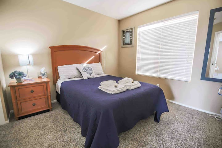 Private room close to the Strip, Silverton, Outlet