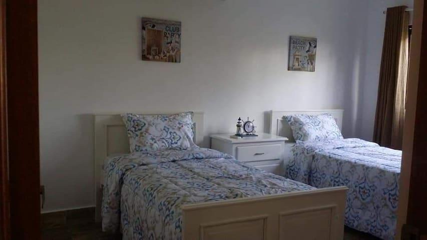 Dirmitirio II dos camas individuales con aire acondicionado