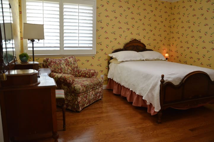 bedroom with vintage furnishings - San Dimas - Casa
