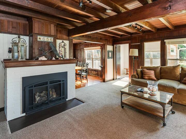 Enjoy this Classic Cottage Moments from the Beach in the heart of Gearhart!