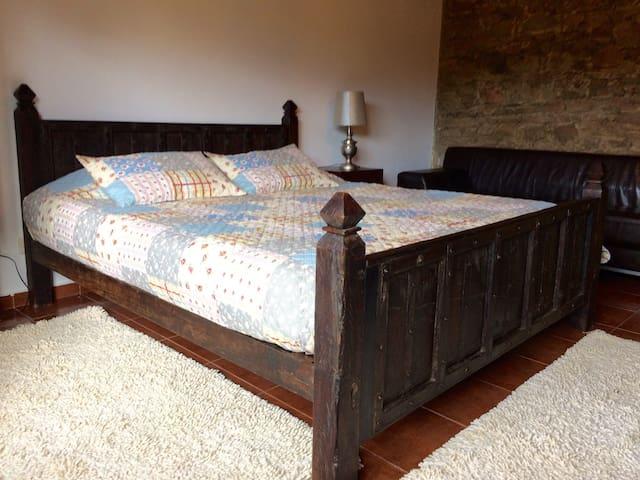 Quarto com cama King 180x200