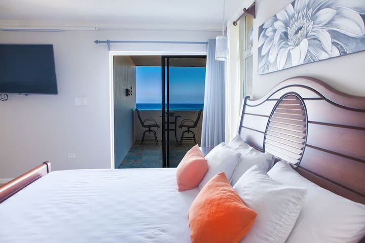 ❤️ Central Modern Studio Ocean View Beach Mobay
