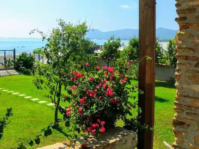 Villa con giardino sul mare - Capo Comino