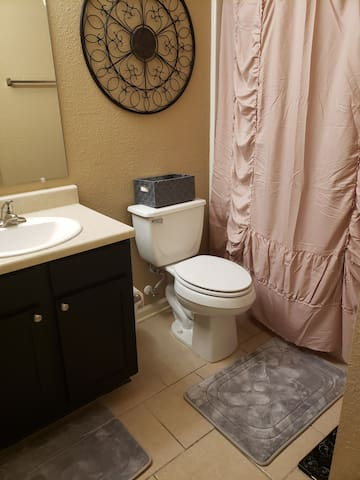 Private Room Close to EVERYTHING Austin!