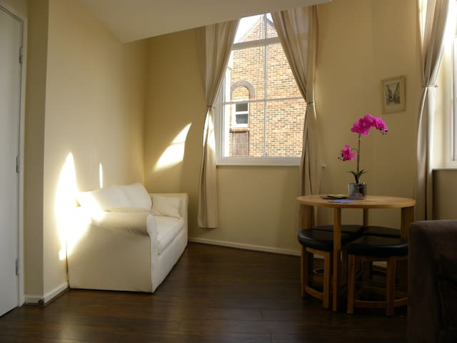 ***Old town Apartment with Parking!! Sleeps 4!!***