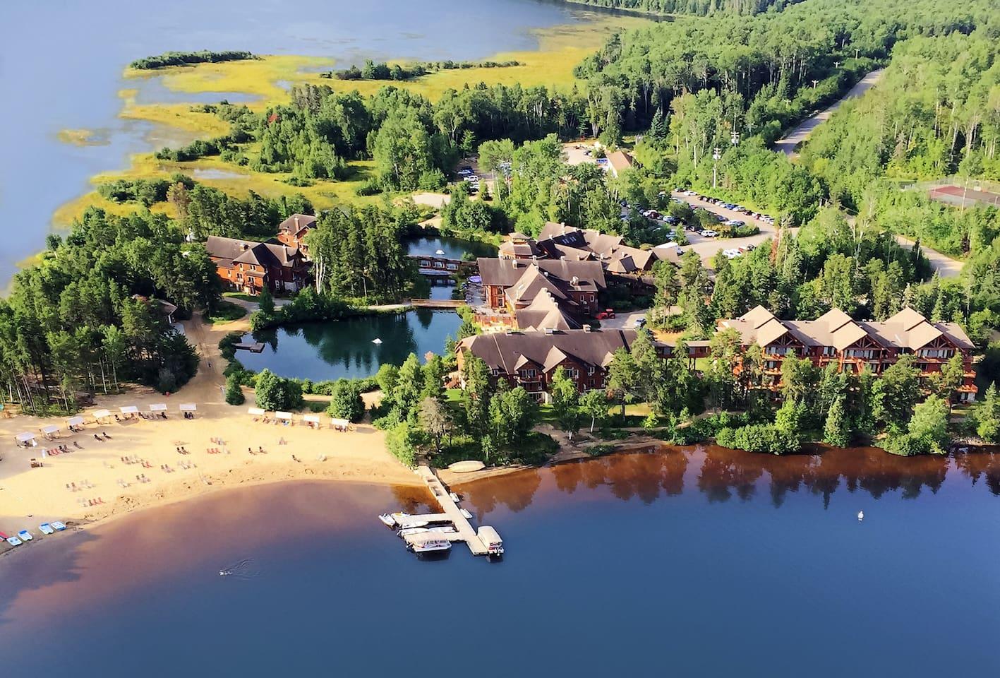 Vue aérienne - Auberge du Lac Taureau