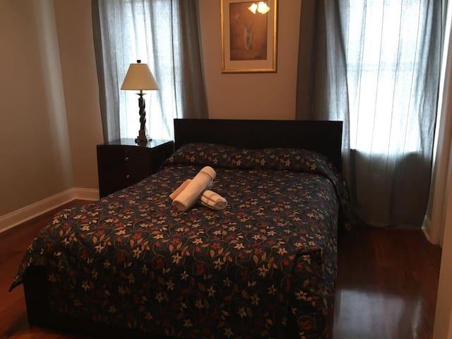 2840-5 Sunny Room w/ Private Bath
