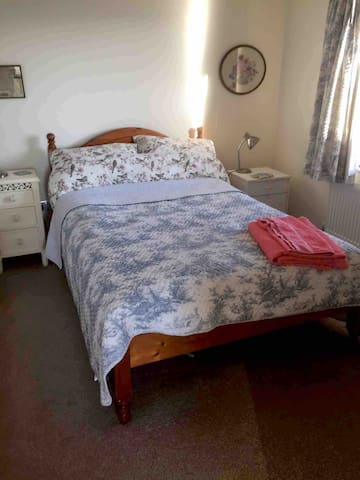 Comfortable double room for single occupancy by females