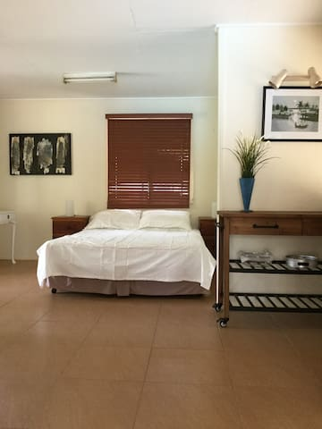 Halfway between Gold Coast and Brisbane - Loganholme - Bed & Breakfast
