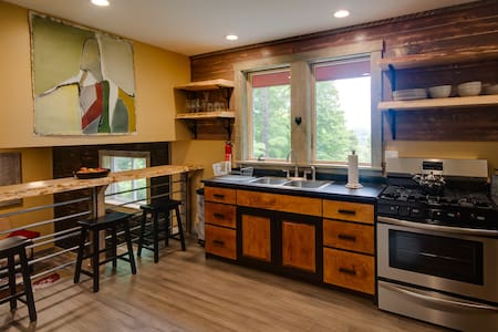 Beautifully crafted cabin close to Kingdom Trails