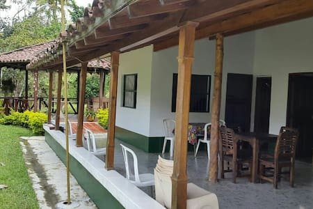 Country House close to Medellin for 9 people - Barbosa - キャビン