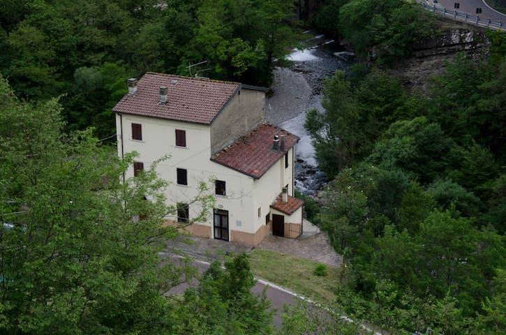 La casa sul fiume fra verde e acqua - Alto Reno Terme, Granaglione
