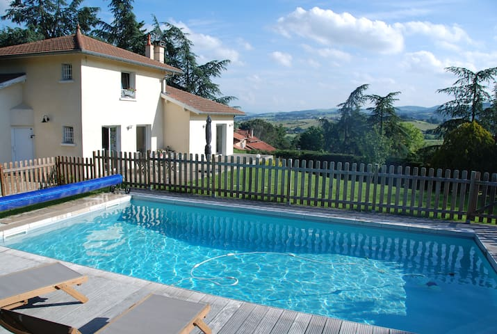 Grande maison piscine à la campagne proche Lyon - Sainte-Consorce - House