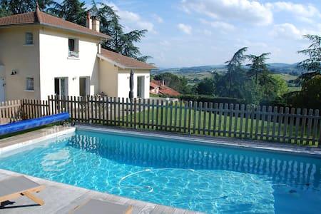 Grande maison piscine proche Lyon - Sainte-Consorce - Casa