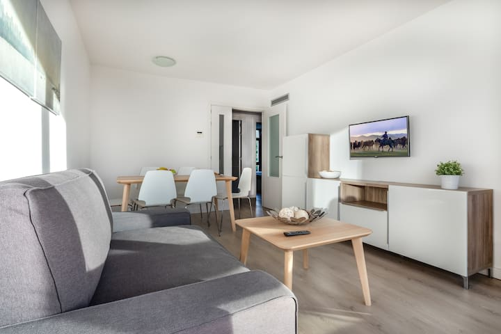 Deluxe 2 Bedroom Apartment - Next to the Beach